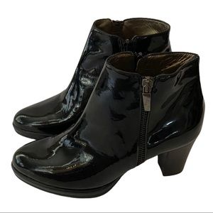 Confort Black Patent Leather Boots Size 6